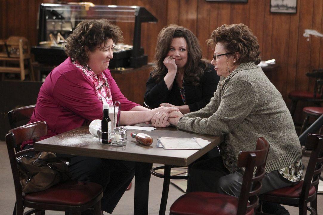 Molly (Melissa McCarthy, M.) und Peggy (Rondi Reed, r.) machen einen Ausflug in Peggys Heimatort Mudlick. Dort überrascht Molly sie mit ihrer entfre... - Bildquelle: Warner Brothers