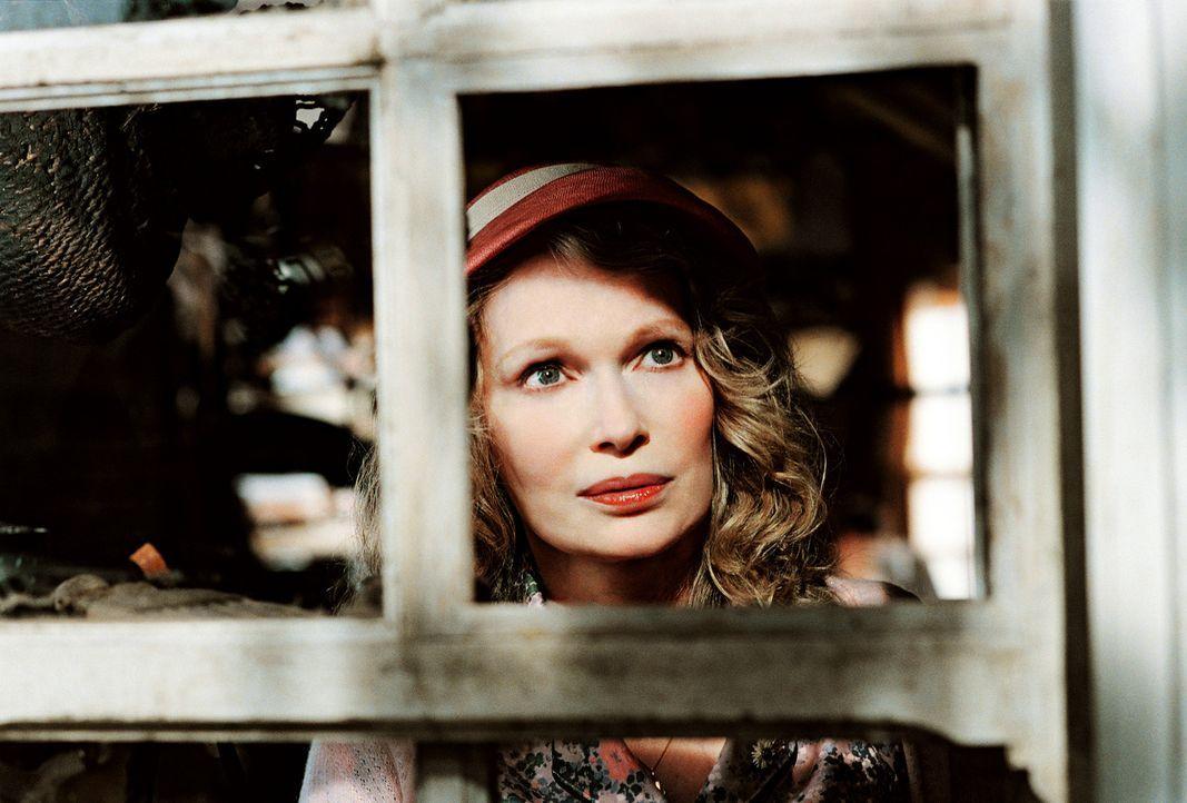 Ein fieser Grundstücksmakler träumt davon, sich das schöne Haus von Arthurs Großmutter (Mia Farrow) unter den Nagel zu reißen. Doch Arthur sieh... - Bildquelle: TOBIS Film