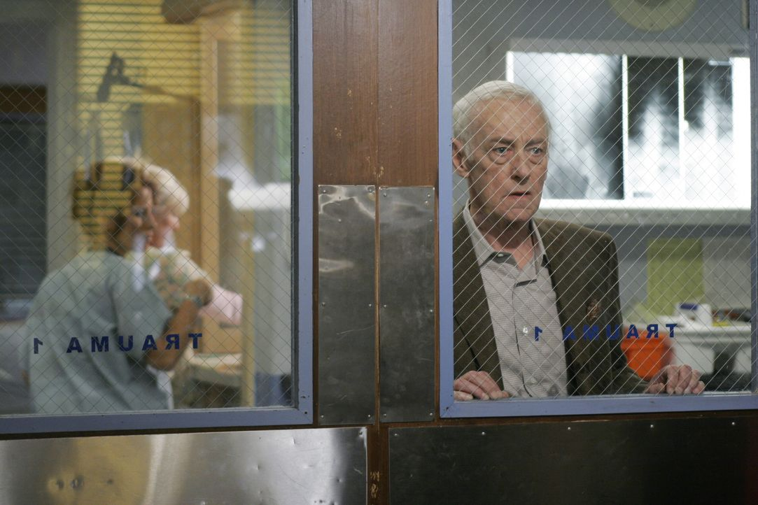 Ist besorgt um seinen Freund: Bennett Cray (John Mahoney) ... - Bildquelle: Warner Bros. Television