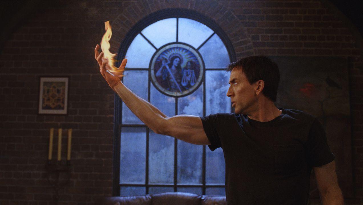Nachdem er seine Seele verkauft hat, wird der Stuntman Johnny (Nicolas Cage) zu einem Ghost Rider, einem Kopfgeldjäger des Teufels, der Nacht für Na... - Bildquelle: 2007 CPT Holdings, Inc. All Rights Reserved. (Sony Pictures Television International)