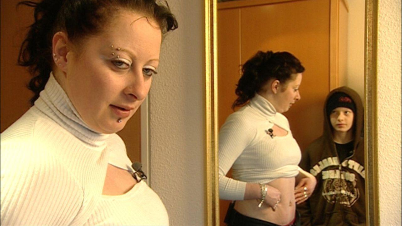 Madlens (l.) größter Wunsch ist es, noch ein Kind zu bekommen, doch seit der Geburt ihres Sohnes ist sie unfruchtbar. Jeder Blick in den Spiegel i... - Bildquelle: ProSieben