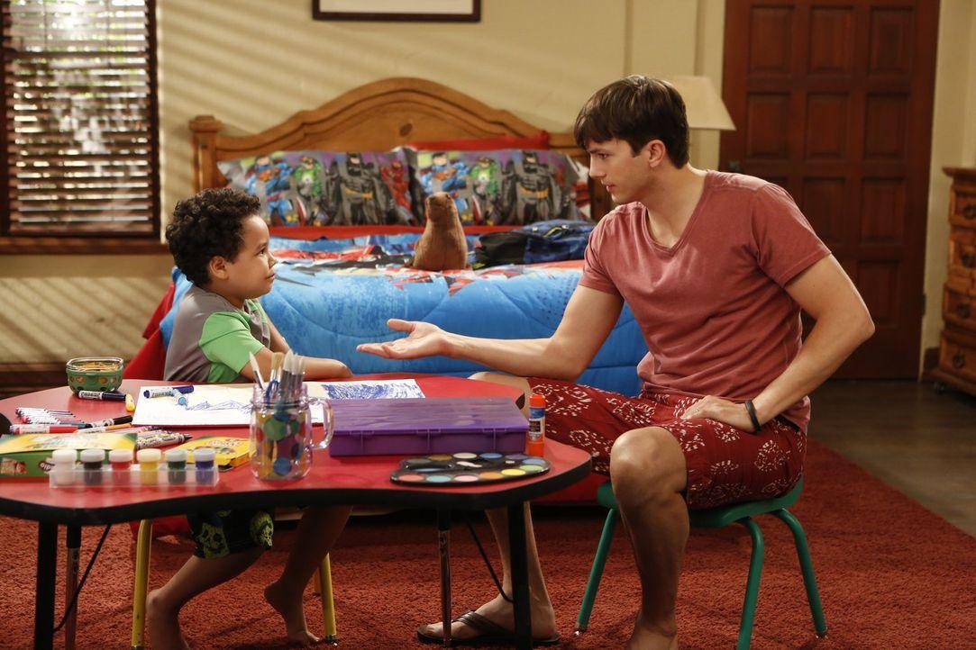 Werden Louis (Edan Alexander, l.) und Walden (Ashton Kutcher, r.) gute Freunde werden? - Bildquelle: Warner Brothers Entertainment Inc.