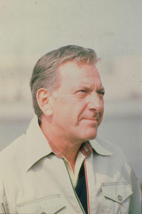 Ein Mann gesteht einen Mord: Er ist der Meinung, dass er seinen Chef getötet hat. Doch für Quincy (Jack Klugman) ist der Fall nicht ganz so eindeuti... - Bildquelle: Universal Pictures