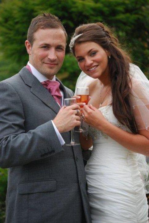Adam und seine Freundin Lydia lassen sich auf ein besonderes Experiment ein: Er organisiert die Hochzeit und sie hat kein  Mitspracherecht ... - Bildquelle: Renegade Pictures Ltd