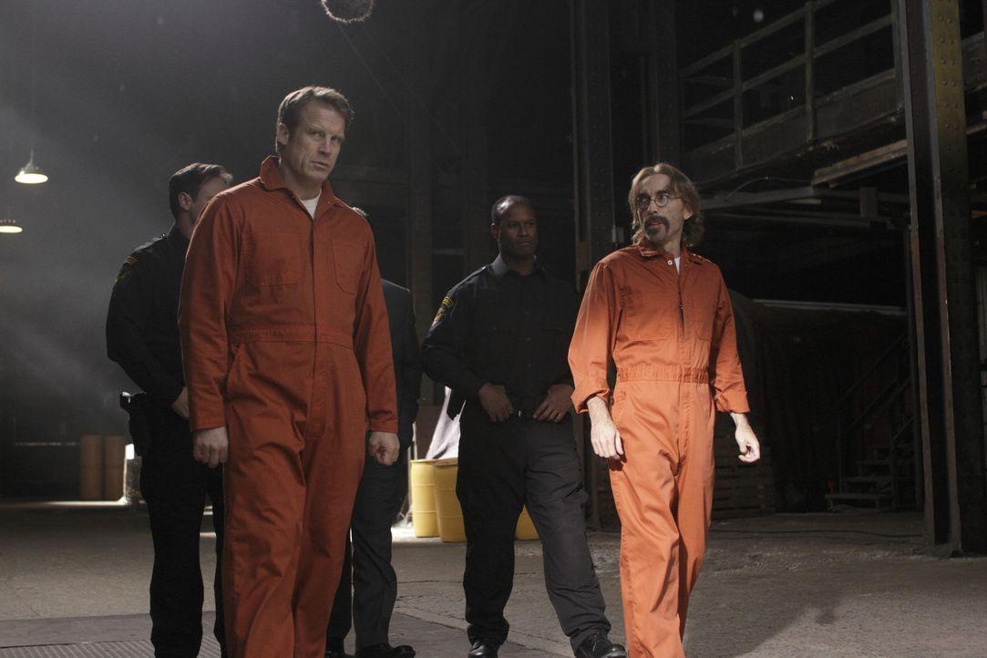 Chance (Mark Valley, l.) ist fest entschlossen, Guerrero (Jackie Earle Haley, r.) aus dem Gefängnis zu befreien, aber dieser stellt sich zunächst qu... - Bildquelle: 2011  Warner Bros.
