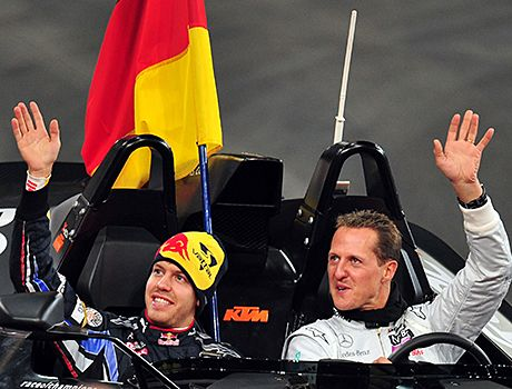 Das Race of Champions 2012: Sebastian Vettel (li.) Michael Schumacher - Bildquelle: AFP ImageForum