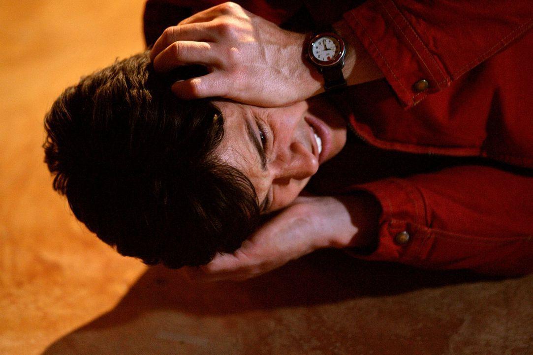 Während der echte Clark (Tom Welling) in der Festung der Einsamkeit gefangen ist, übernimmt ein Phantom sein Leben - und somit auch seine Beziehung... - Bildquelle: Warner Bros.