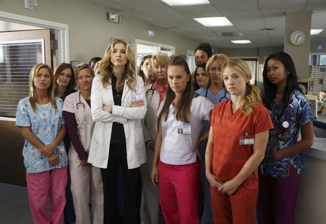 Das Krankenhauspersonal ist über das Verhalten des Hausmeisters wenig erfreut. Auch Elliott (Sarah Chalke) kommt mit den neuen Umweltschutzregeln ni... - Bildquelle: Touchstone Television