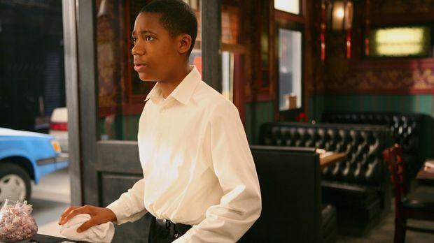 Chris (Tyler James Williams) hasst Hungerlöhne ... © CBS Television