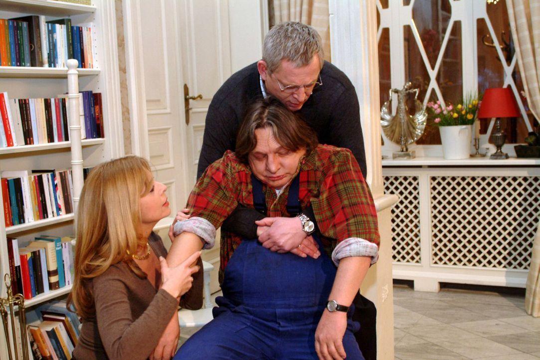 Bernd (Volker Herold, M.) bricht vor Laura (Olivia Pascal, l.) und Friedrich (Wilhelm Manske, r.) zusammen. - Bildquelle: Monika Schürle Sat.1