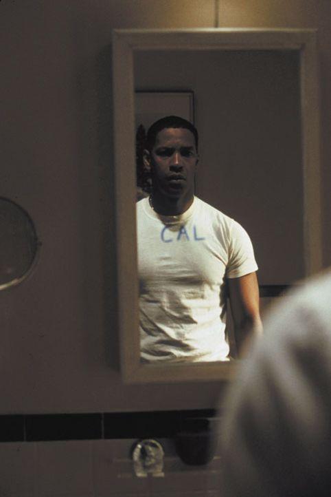 Detective Hobbes (Denzel Washington) hat einen psychopathischen Serienkiller zur Strecke gebracht und wohnt sogar dessen Hinrichtung in der Gaskamme... - Bildquelle: Warner Brothers