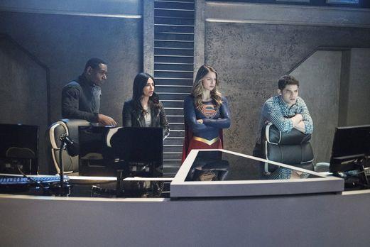Als Alex entführt wurde, halten Kara (Melissa Benoist, 2.v.r.), Maggie (Flori...