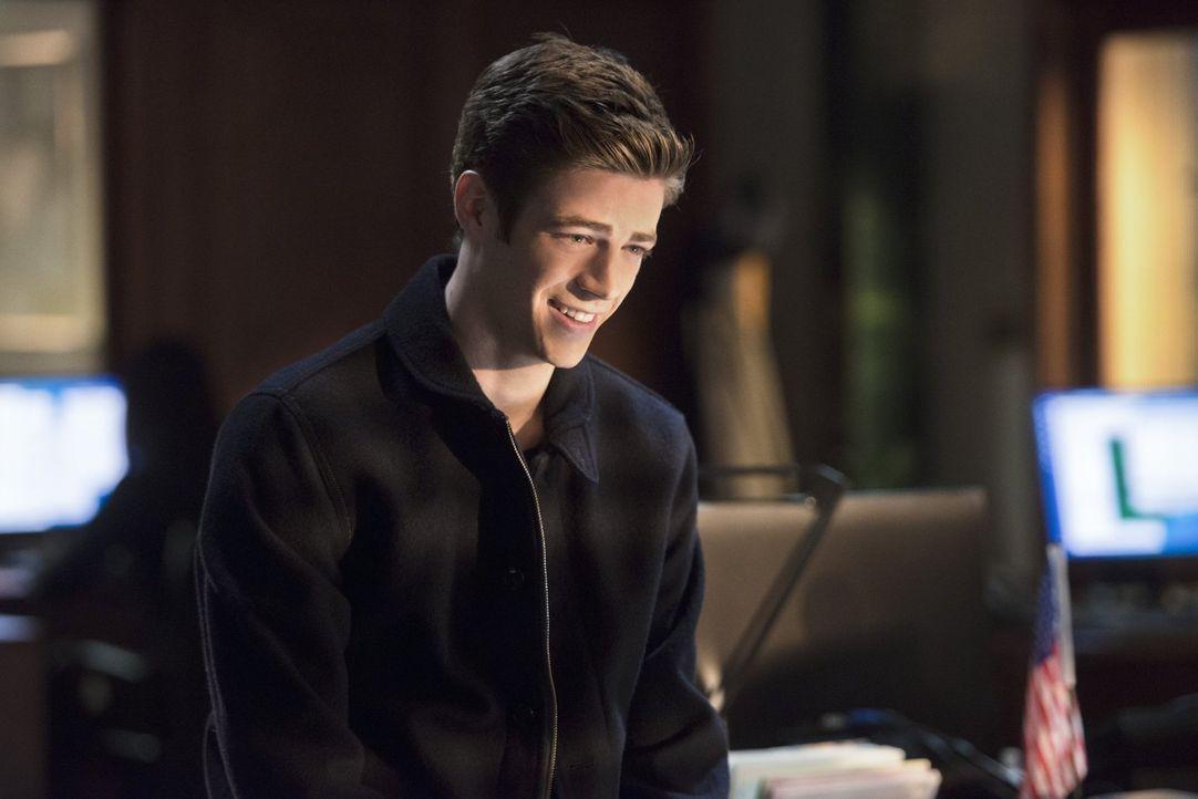 Ahnt nicht, dass Joe und Eddie gegen Dr. Wells ermitteln: Barry (Grant Gustin) ... - Bildquelle: Warner Brothers.