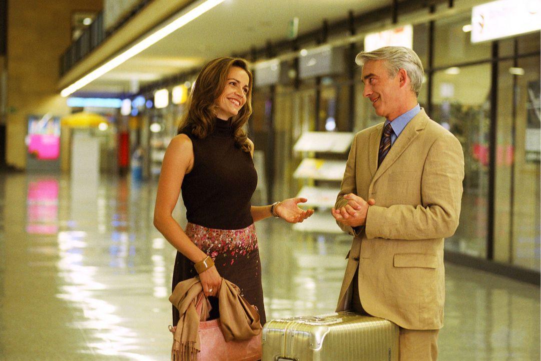 Der zwischenzeitlich völlig entspannte Felix (Christoph M. Ohrt, r.) holt Sandra (Rebecca Immanuel, l.) vom Flughafen ab. Als diese begeistert von i... - Bildquelle: Hardy Spitz Sat.1