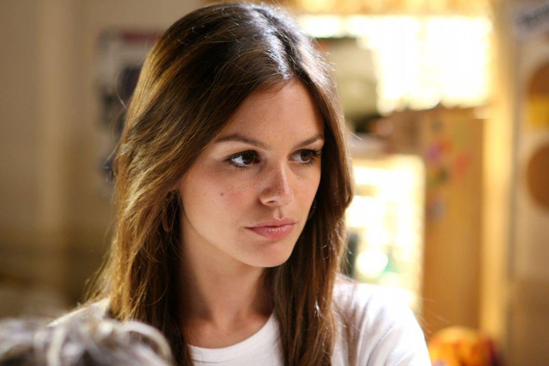 Seth sehnt sich sehr nach Summer (Rachel Bilson) die bereits an der Brown studiert, und spricht ihr endlose Anrufe auf den Anrufbeantworter ... - Bildquelle: Warner Bros. Television