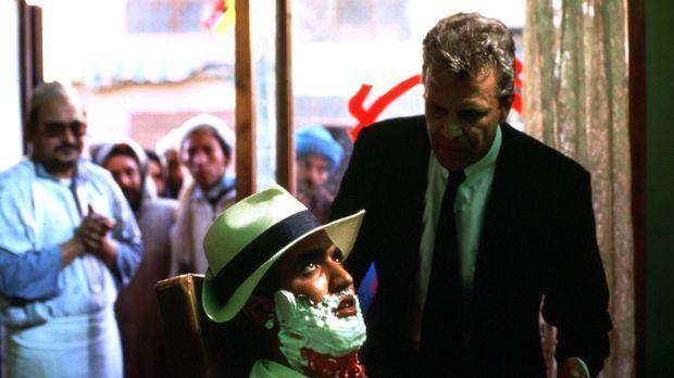 Thomas Bosch (Peter Sattmann, r.) ist in Marokko auf der Suche nach dem versc...