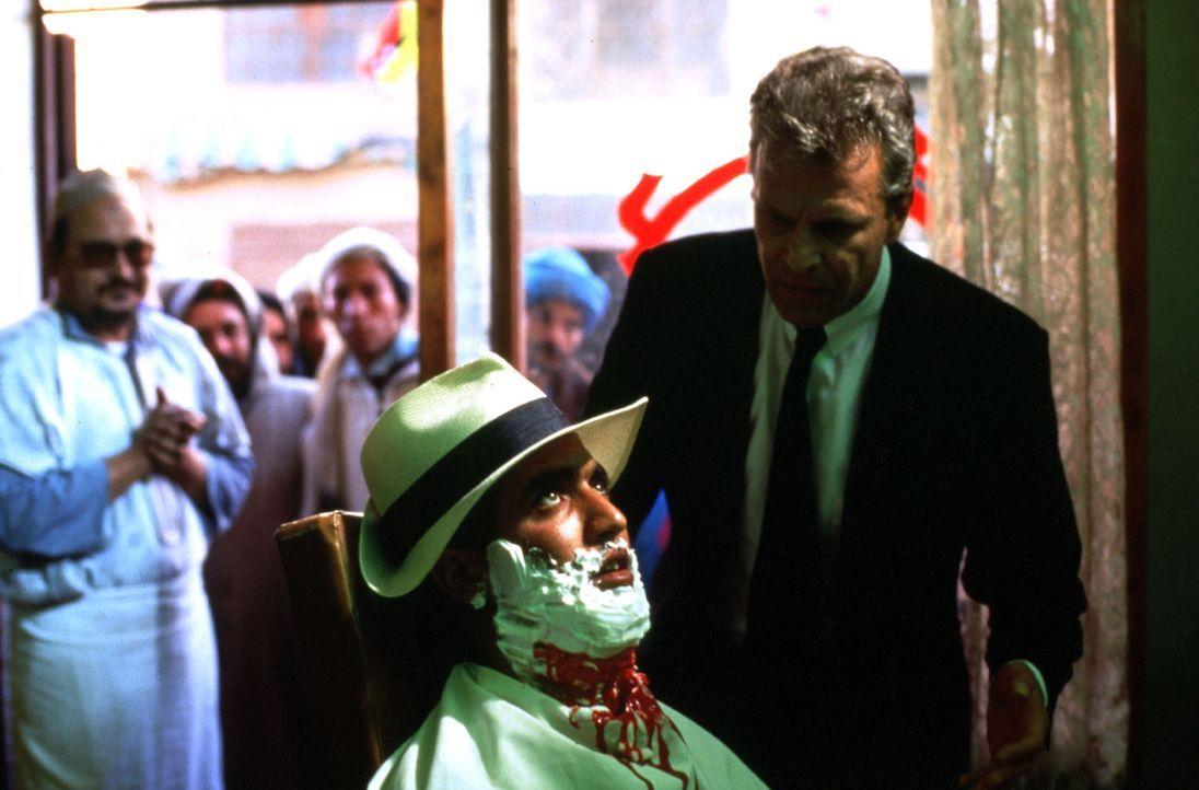 Thomas Bosch (Peter Sattmann, r.) ist in Marokko auf der Suche nach dem verschollenen Geheimagenten Felix Kanter, der einem politischen Skandal auf... - Bildquelle: Boehme Sat.1
