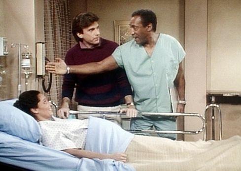 Bill Cosby Show - Bei Mrs. Westlake (Sonia Braga, l.) haben die Wehen zu früh...