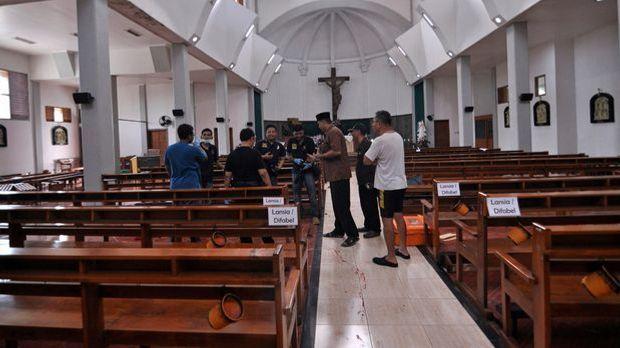 Schwertangriff in indonesischer Kirche