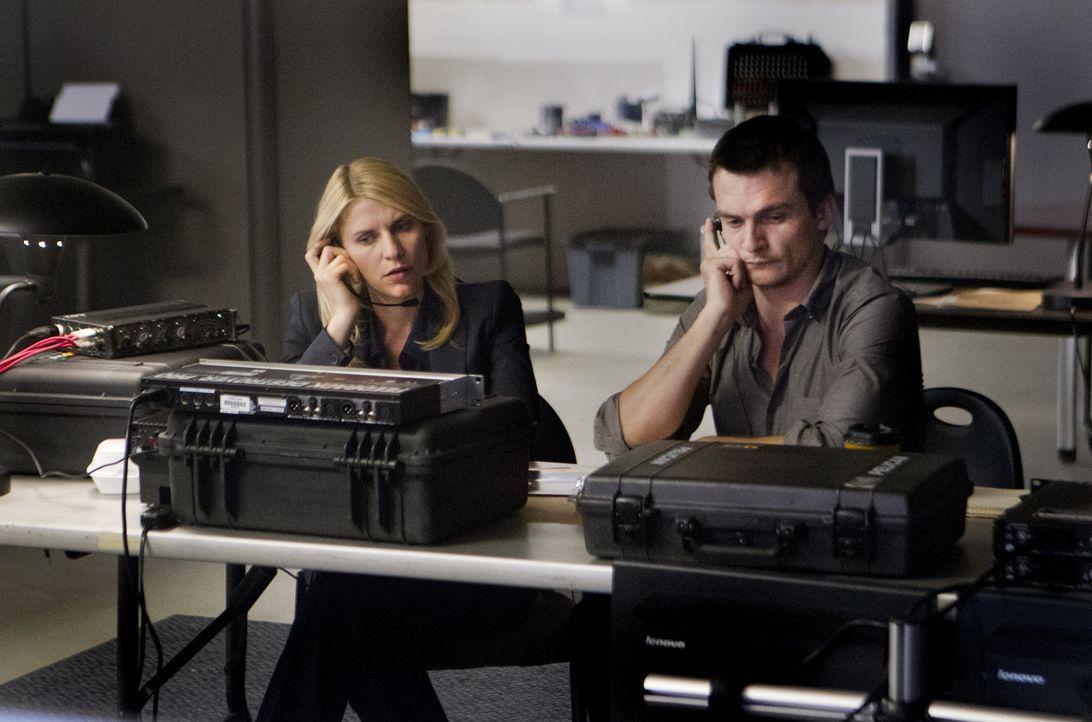 Arbeiten gemeinsam, um Brody zu überführen: Peter Quinn (Rupert Friend, r.) und Carrie (Claire Danes, l.) ... - Bildquelle: 2012 Twentieth Century Fox Film Corporation. All rights reserved.