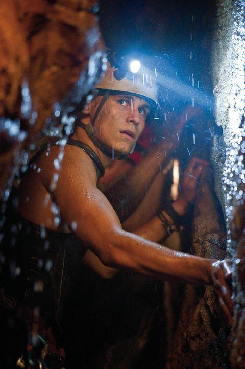 Während sein Vater der Meinung ist, dass Josh (Rhys Wakefield) die Schuld am Tode von Judes trägt, ist dieser der festen Überzeugung, dass sein Vate... - Bildquelle: 2011 Constantin Film Verleih GmbH.