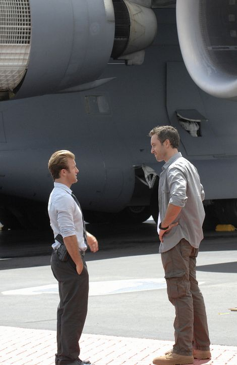 Ermitteln undercover in einem neuen Mordfall: Steve (Alex O'Loughlin, l.) und Danny (Scott Caan, r.) ... - Bildquelle: TM &   2010 CBS Studios Inc. All Rights Reserved.