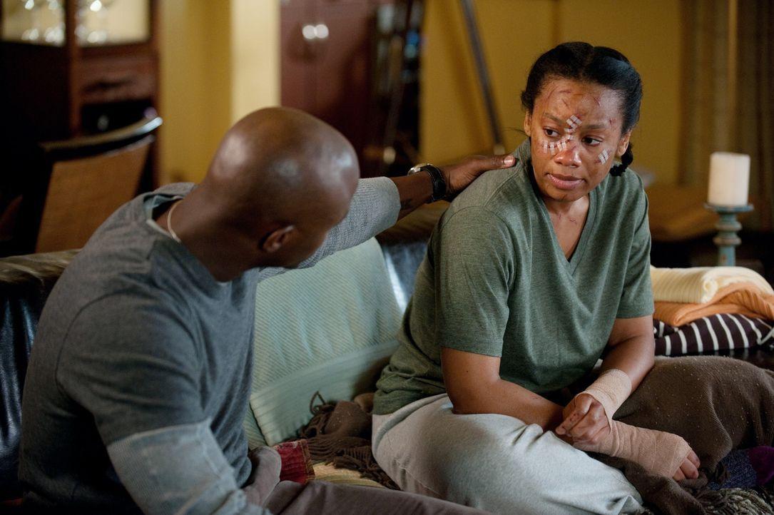 Während Scott in die Notaufnahme eingeliefert wird, nimmt Sam (Taye Diggs, l.) seine Schwester Corinne (Anika Noni Rose, r.) wieder mit zu sich nac... - Bildquelle: ABC Studios