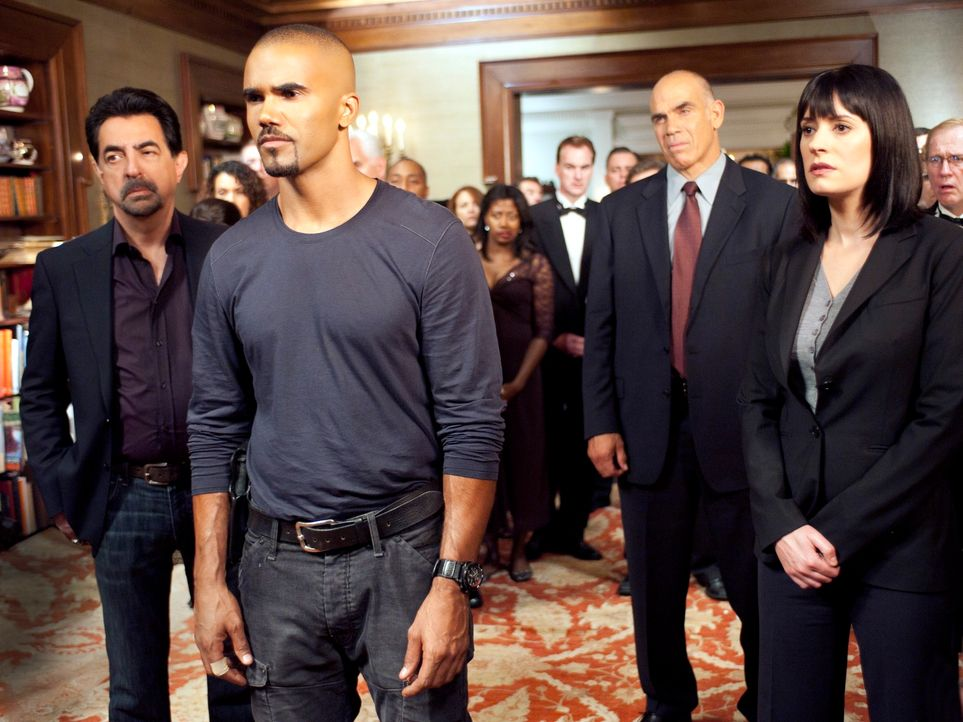 Ermitteln in einem neuen, nicht ganz leichten Fall: Morgan (Shemar Moore, 2.v.l.), Rossi (Joe Mantegna, l.), Prentiss (Paget Brewster , r.) und Bill... - Bildquelle: ABC Studios