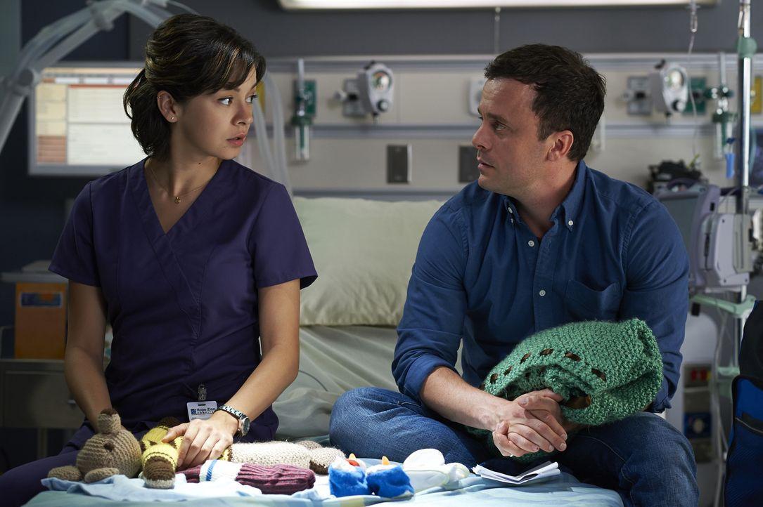 Maggie (Julia Taylor Ross, l.) versucht, David Zarb (Joris Jarsky, r.) beizustehen, als er sich von seiner Frau verabschieden muss ... - Bildquelle: Ken Woroner 2014 Hope Zee Three Inc.