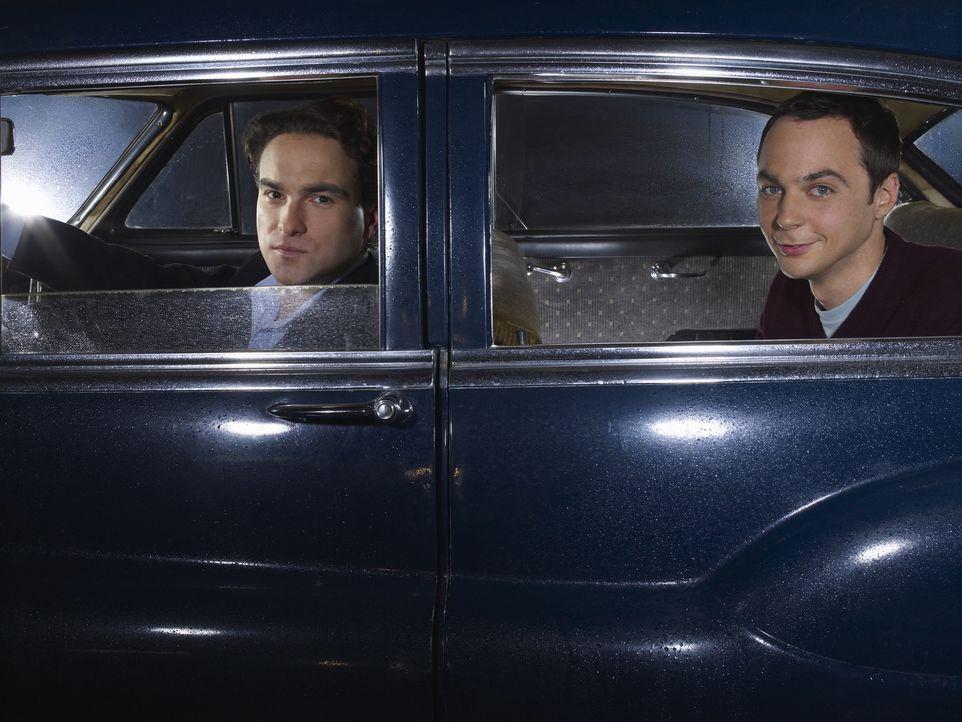 (3. Staffel) - Brilliante Physiker, die allerdings wenig Ahnung vom normalen Leben haben: Leonard (Johnny Galecki, l.) und Sheldon (Jim Parsons, r.)... - Bildquelle: Warner Bros. Television