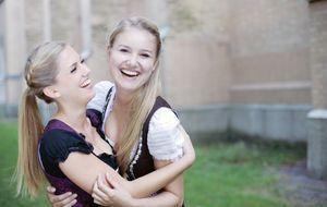 Trachtenmode_2015_07_16_Oktoberfest-Frisuren_Bild 2_Fotolia_Peter Atkins