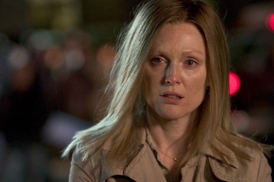 Was verschweigt Brenda Martin (Julianne Moore)? - Bildquelle: Sony Pictures Television International. All Rights Reserved.