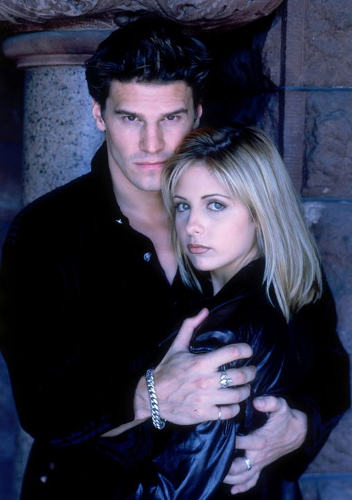 (2.Staffel) - Hat ihre Liebe eine Chance? Buffy (Sarah Michelle Gellar, r.) und Angel (David Boreanaz, l.) - Bildquelle: (1998) Twentieth Century Fox Film Corporation.