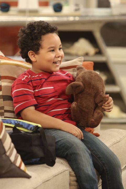 Wird sich Louis (Edan Alexander) bei Walden und Alan auf Dauer wohlfühlen? - Bildquelle: Warner Brothers Entertainment Inc.
