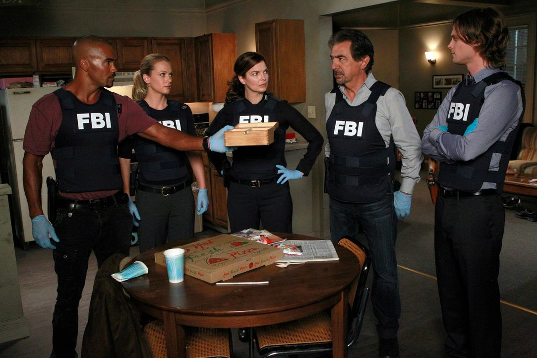 Ermitteln in einem neuen Fall: (v.l.n.r.) Morgan (Shemar Moore), JJ (A. J. Cook), Alex (Jeanne Tripplehorn), Rossi (Joe Mantegna) und Reid (Matthew... - Bildquelle: ABC Studios