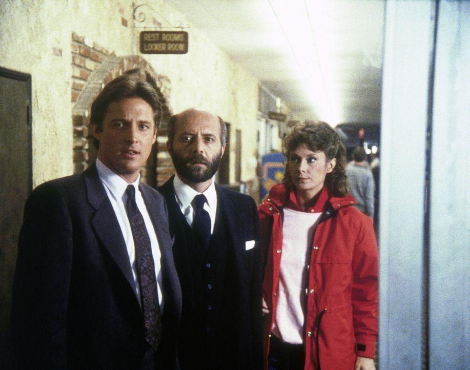 Mit Hilfe von Yuri (Milos Kirek, M.), einem Topagenten des KGB, wollen Lee (Bruce Boxleitner, l.) und Amanda (Kate Jackson, r.) den wahnsinnigen Fel...