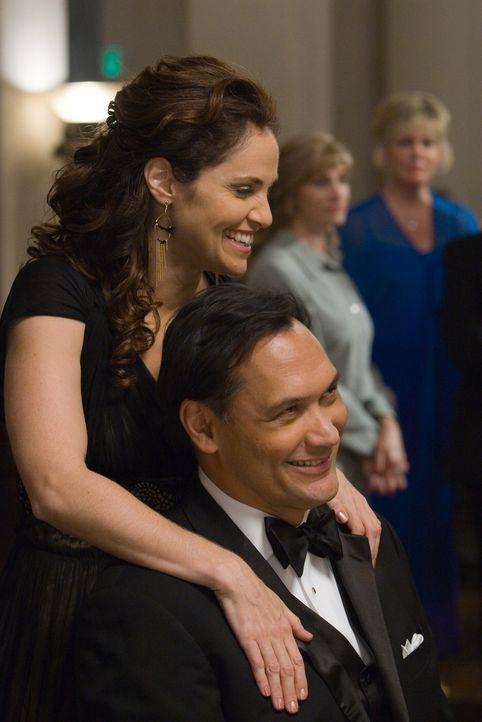 Obwohl Sylvia (Amy Brenneman, l.) und ihr Ehemann Daniel (Jimmy Smits, r.) keine offensichtlichen Beziehungsprobleme haben, verlässt er sie ... - Bildquelle: 2007 Sony Pictures Classics Inc. All Rights Reserved.
