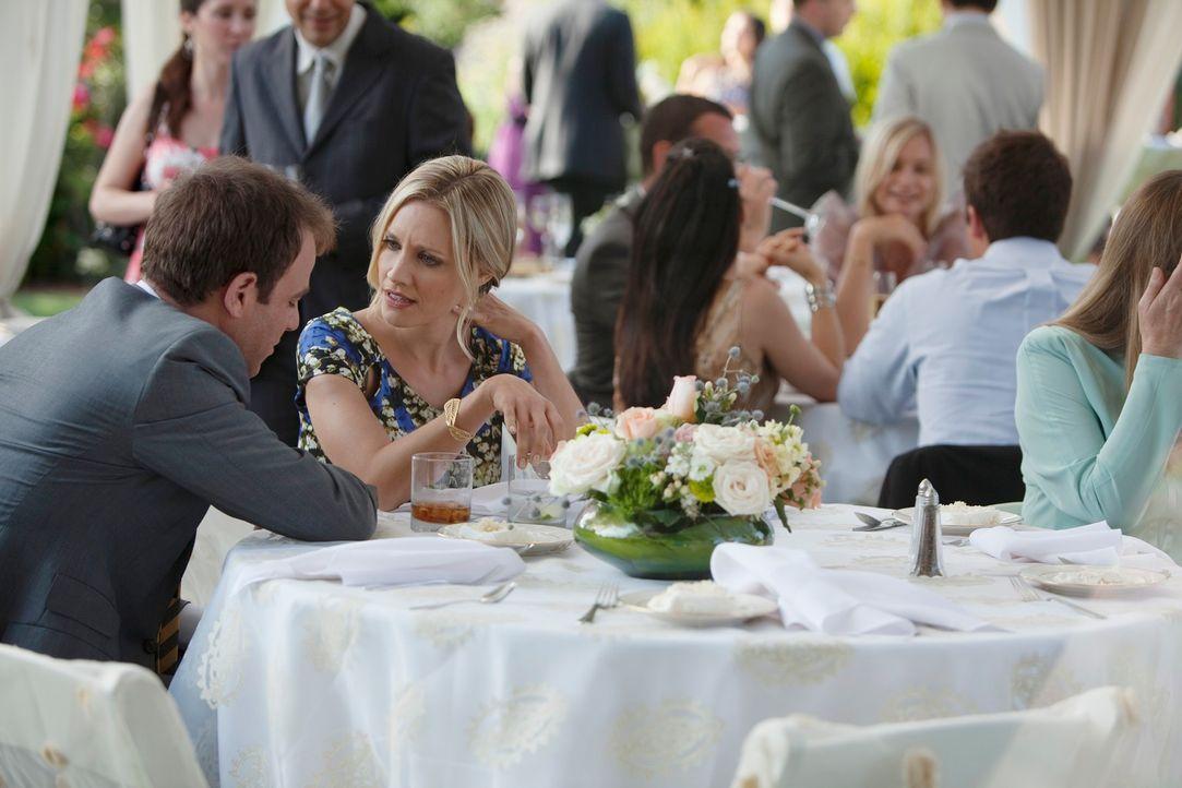 Begraben ihren Streit: Charlotte (KaDee Strickland, 2.v.l.) und Cooper (Paul Adelstein, l.) ... - Bildquelle: ABC Studios