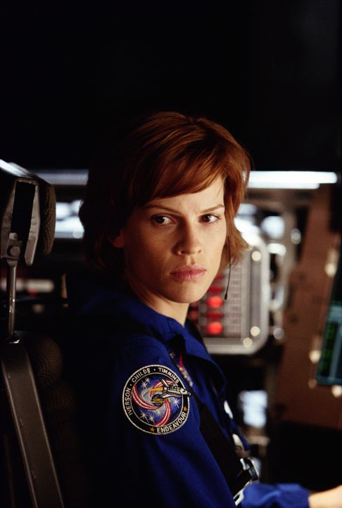 "In einem Jahr wird die Welt verglühen - es sei denn, Major Rebecca ""Beck"" Childs (Hilary Swanks) gelingt es, das Magma im Erdkern wieder zur Zirkul... - Bildquelle: TM & Copyright   2003 by Paramount Pictures. All Rights Reserved."