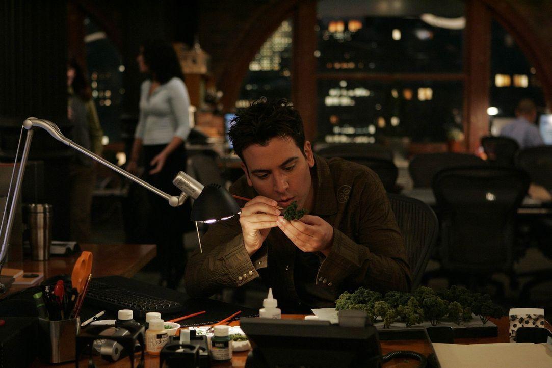 Ted (Josh Radnor) rntwirft ein Muster für einen Wolkenkratzer, doch wird sein Chef damit einverstanden sein? - Bildquelle: 20th Century Fox International Television