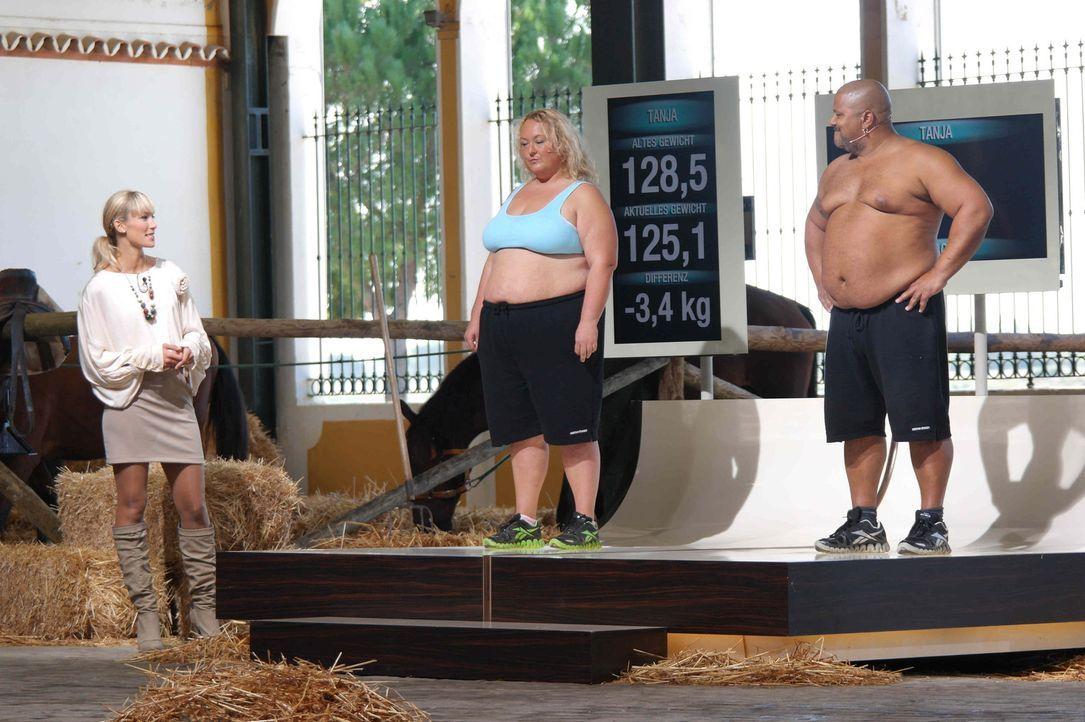 """Die Kandidaten (Tanja, l. und Jack, r.) von """"The Biggest Loser"""" müssen zum großen  Wiegen. Dabei zeigt sich, ob ihre Abnehmleistung ausreicht, um... - Bildquelle: Enrique Cano SAT.1"""