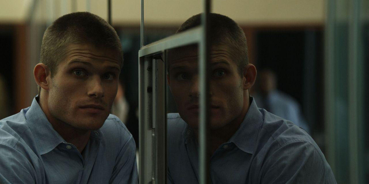 Eines Tages lässt sich Sam Reide (Chris Carmack), der die seltene Gabe der Zeitreise besitzt, dazu überreden, einen Mord in der Vergangenheit zu ver... - Bildquelle: Flashback Films, LLC