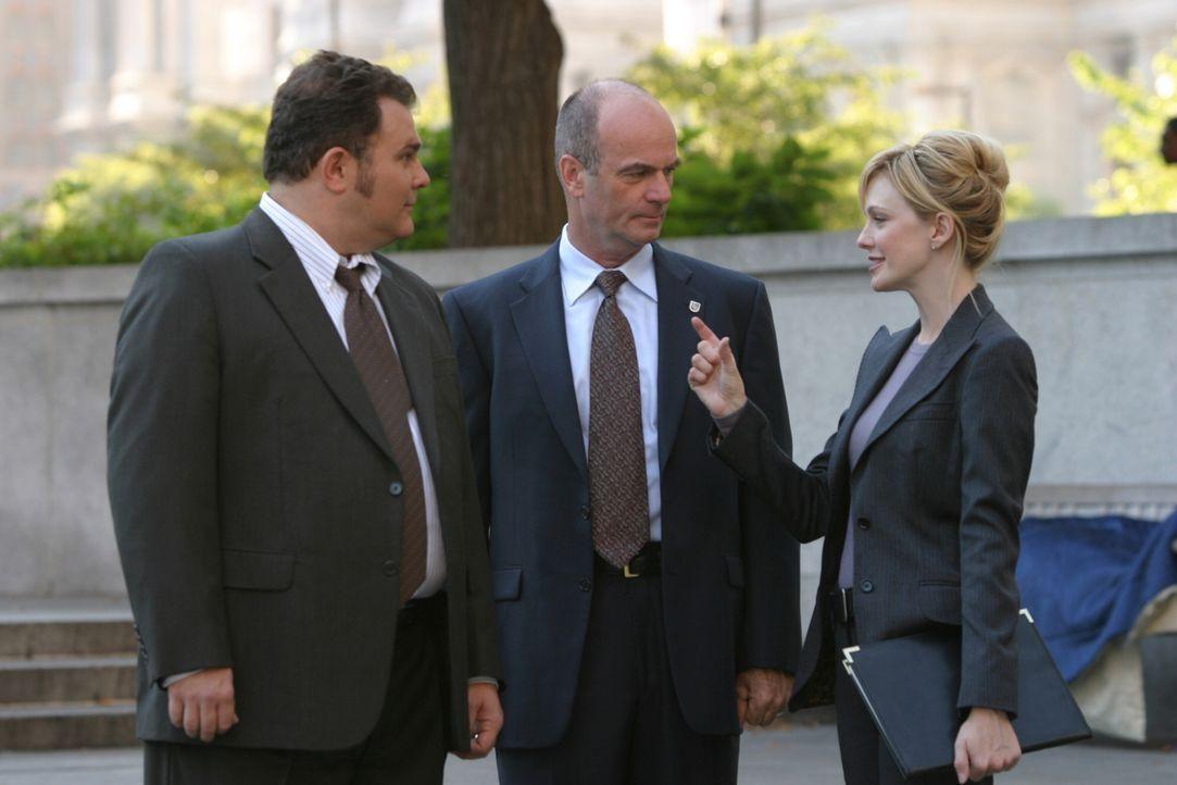 Werden John (John Finn, M.), Nick (Jeremy Ratchford, l.) und Lilly (Kathryn Morris, r.) den Fall lösen? - Bildquelle: Warner Bros. Television