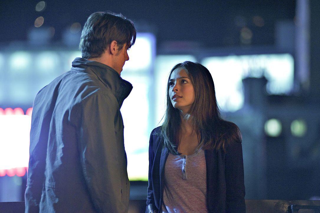 Um dem Mord an einer aufstrebende Tänzerin aufzudecken, bekommt Cat (Kristin Kreuk, r.) Unterstützung von Vincent (Jay Ryan, l.) ... - Bildquelle: 2012 The CW Network, LLC. All rights reserved.