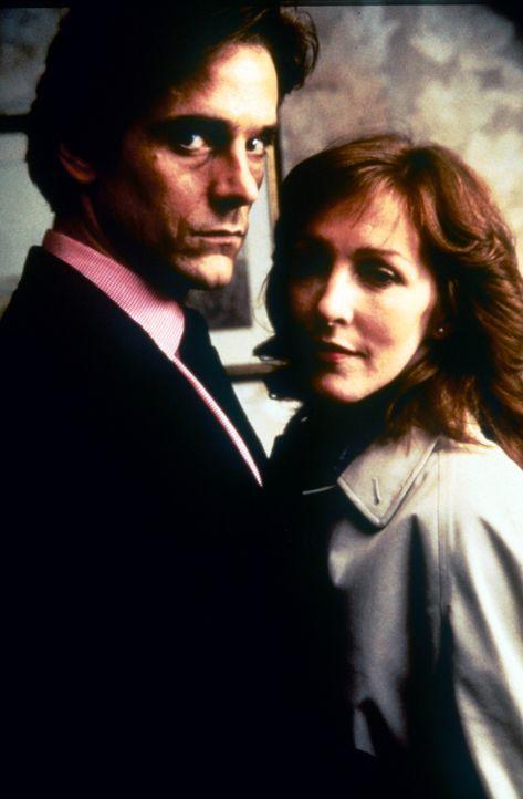 Haben jahrelang ein Verhältnis: Verlegersgattin Emma (Patricia Hodge, r.) und Jerry (Jeremy Irons, l.), der beste Freund ihres Mannes ... - Bildquelle: Paramount Pictures