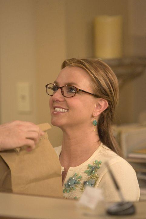Der Aufreißer Barney versucht alles, um die schöne Abby (Britney Spears) auf sich aufmerksam zu machen ... - Bildquelle: 20th Century Fox International Television