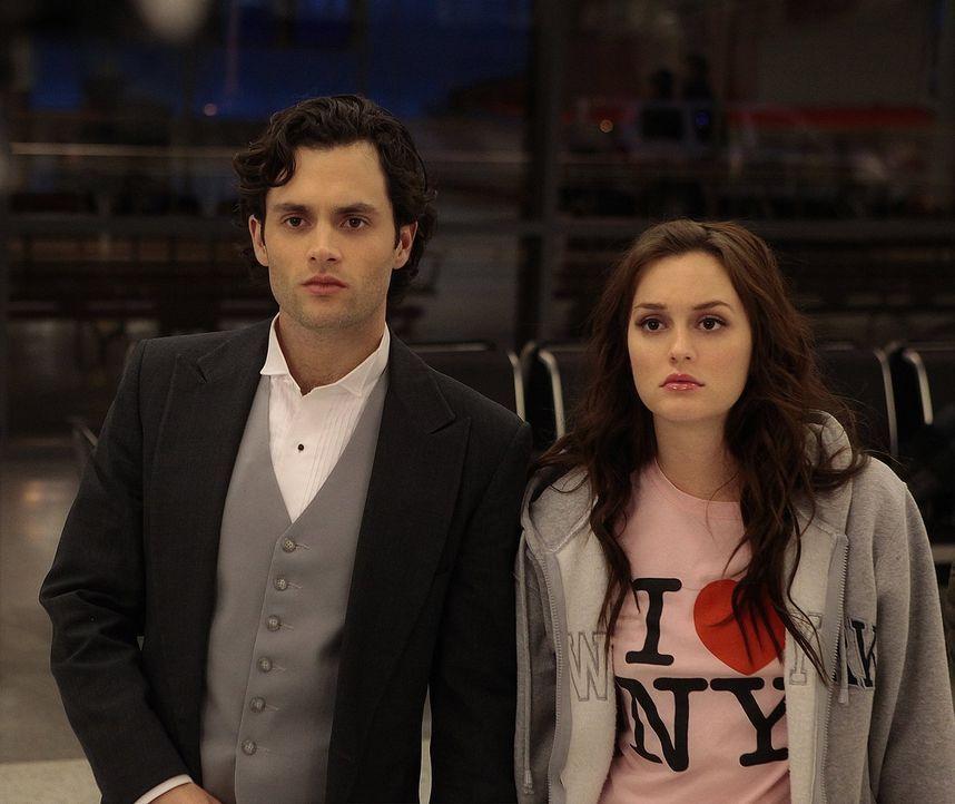 Während Blair (Leighton Meester, r.) mit Dan (Penn Badgley, l.) von ihrem eigenen Hochzeitsempfang flieht, ist Georgina schon an der Planung für das... - Bildquelle: Warner Bros. Television