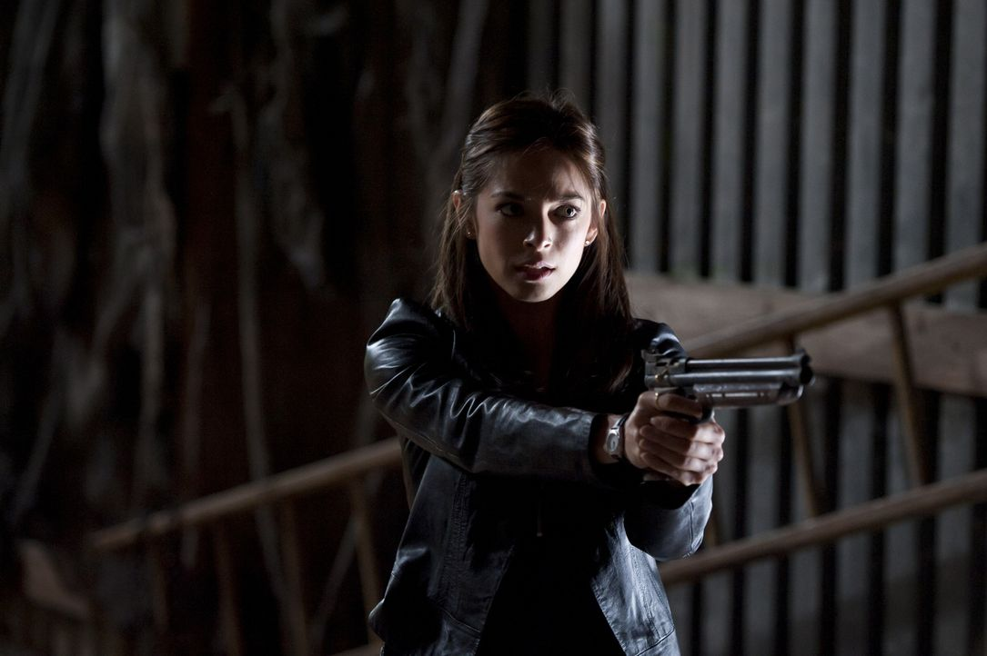 Erneut hat Vincent einen Blackout und wird sogar für Cat (Kristin Kreuk) zur Bedrohung. Wird sie wirklich abdrücken? - Bildquelle: Brooke Palmer 2012 The CW Network, LLC. All rights reserved.