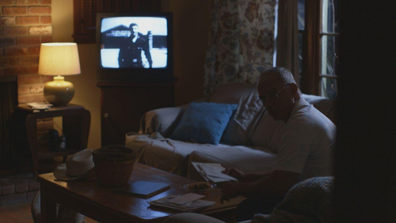 Dem Mörder so nah: Schauspieler Jimmy Ferrera wird in seiner Wohnung von einem Täter überrascht. - Bildquelle: LMNO Cable Group