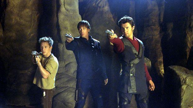 Harper (Gordon Michael Woolvett, l.), Dylan (Kevin Sorbo, M.) und Rhade (Stev...